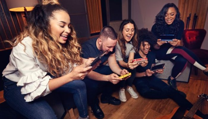 Nintendo UK: 'Ella Eyre's top Nintendo 3DS games to play with friends'