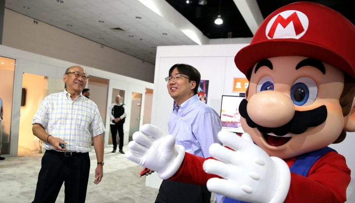 Mr. Kimishima and Mr. Furukawa playing Mario Tennis Aces at E3 2018