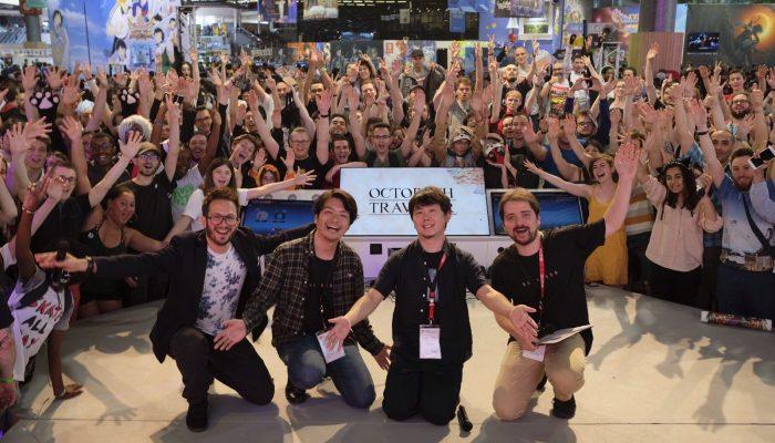 Selfie des développeurs de Octopath Traveler avec la foule à la Japan Expo 2018